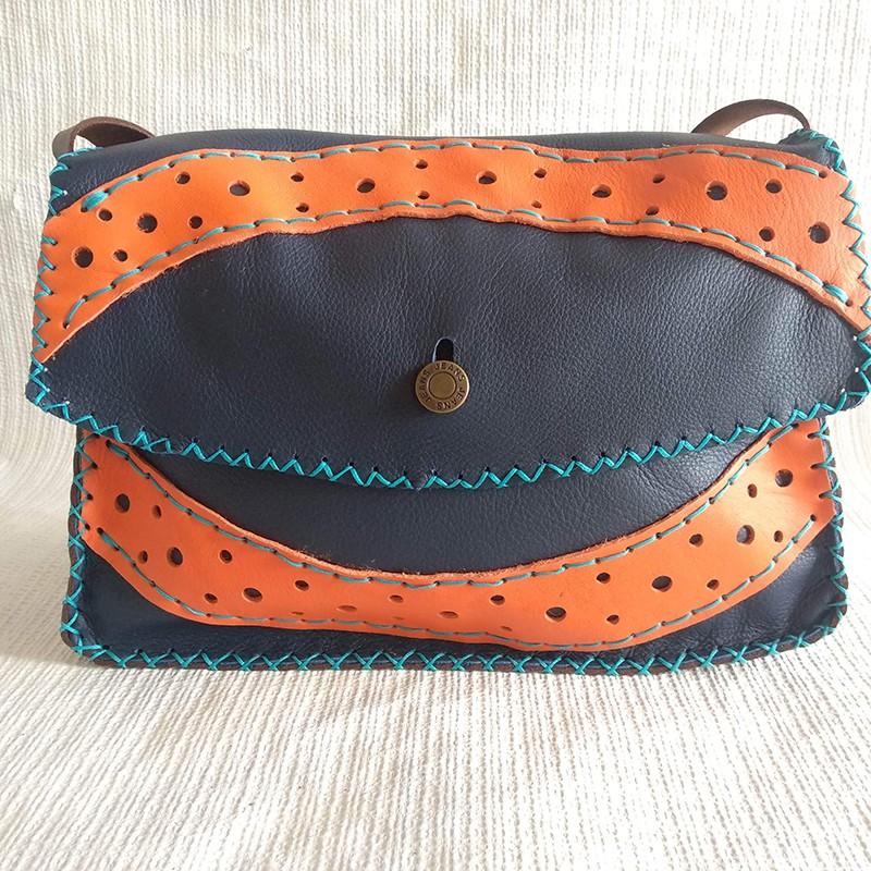 Bolso azul-naranja botón