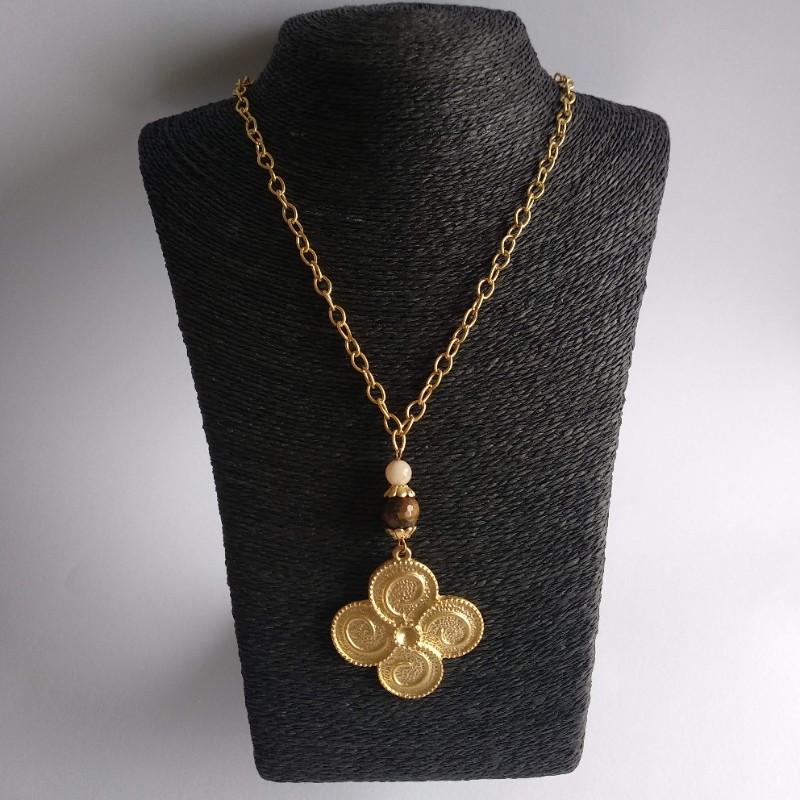 Collar medallón dorado